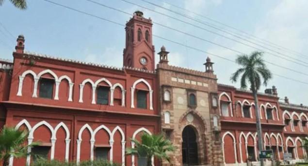 BHU Students Protest Against Muslim to Teach Sanskrit, a Muslim Teaches Gita, Ramayan to Sanskrit Students at AMU