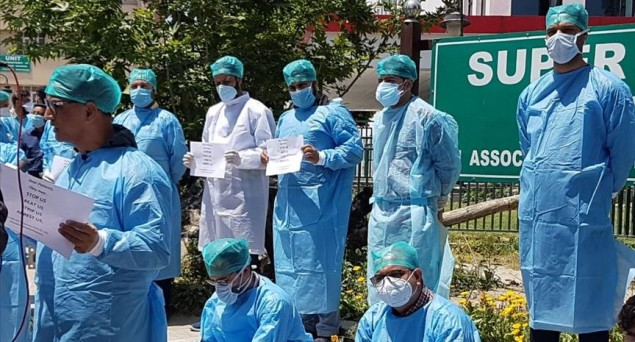 Kashmir: Doctors Protest Against Police Harassment in the Valley