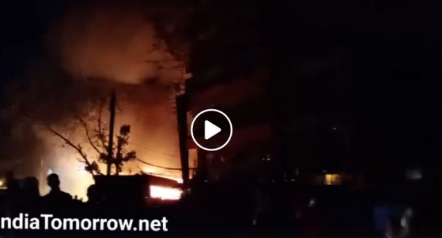 Fire at Furniture Market in Shaheen Bagh, Fire Tenders Rushed to Spot