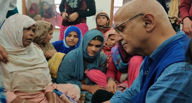 Deeply Dismayed That Delhi Govt. Refusing to Set up Large Relief Camps: Harsh Mander
