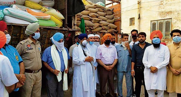 Muslims From Malerkotla Donate Wheat For 'Langar' at Golden Temple, Win the Heart Of Sikh Community