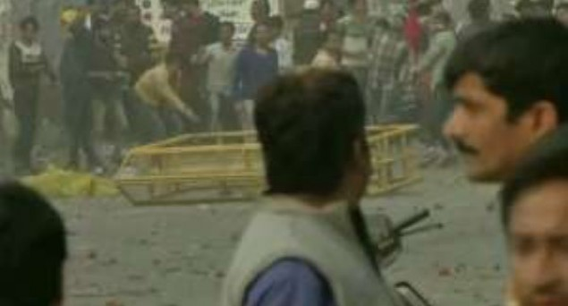 Anti-CAA, Pro-CAA Supporters Clash At Maujpur in Northeast Delhi, Police Fire Teargas Shells