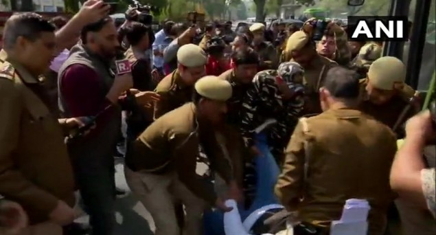 Students Detained from outside UP Bhawan in Delhi While Protesting against Incarceration of Dr Kafeel Khan