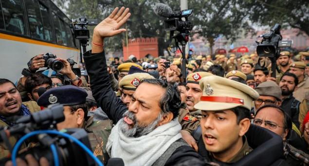 Situation Continues To Be Tense At Jamia, Prashant Bhushan, Yogendra Yadav Detained At Delhi Gate